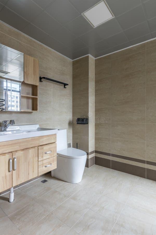 Ясный современный bathroom семьи стоковая фотография