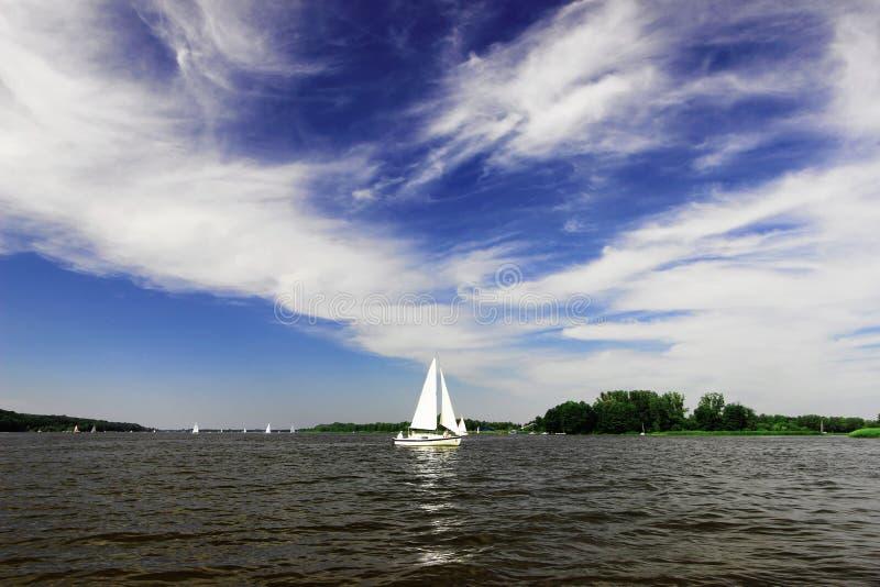 Яхта на озере стоковое фото rf