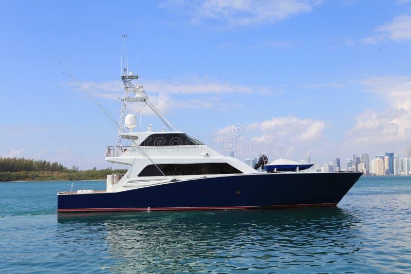яхта рыболовства стоковые фото