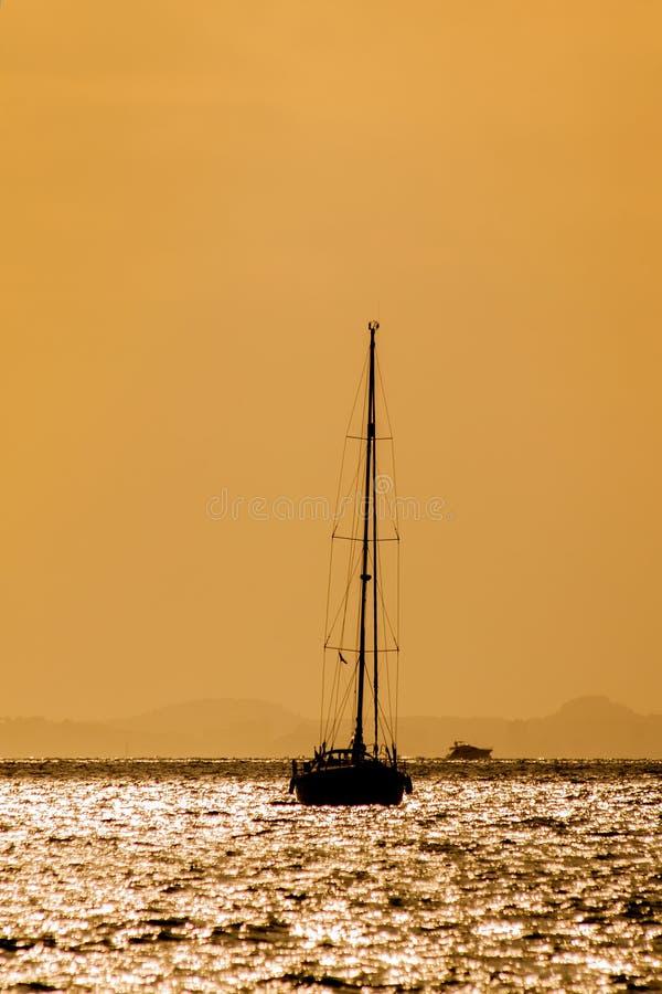 Download Яхта стоковое фото. изображение насчитывающей свет, горизонт - 33728494