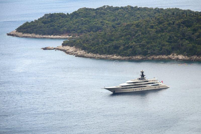 Яхта Kismet в Адриатическом море стоковые изображения