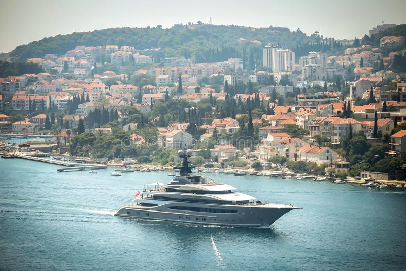 Яхта Kismet в Дубровнике стоковые фото