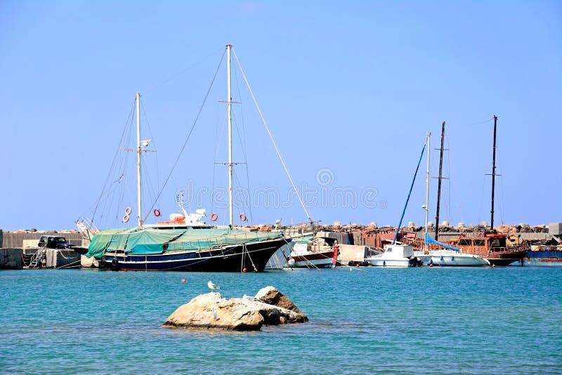 Яхты в гавани Malia стоковые фото