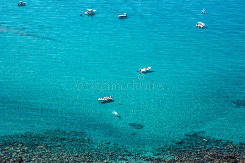 Яхты в море бирюзы стоковая фотография