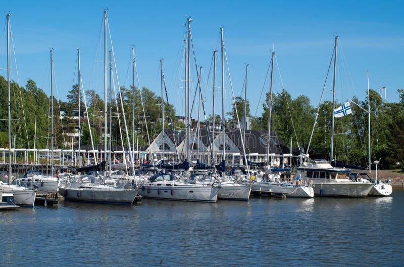 Яхты на море на солнечный день стоковые фото