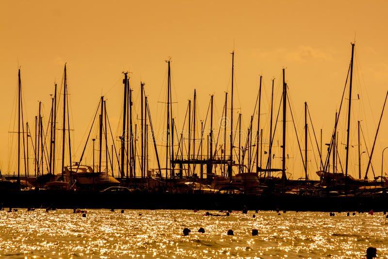 Download Яхты стоковое фото. изображение насчитывающей отдых, отражение - 33729236