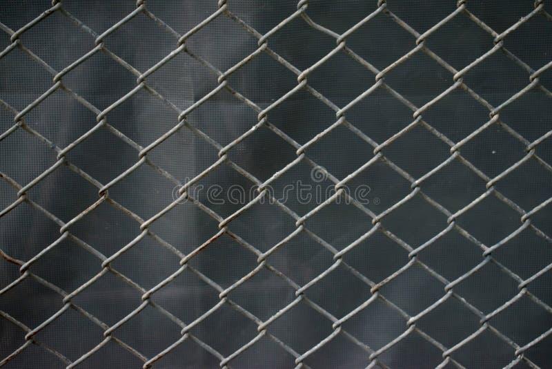 Ячеистая сеть нержавеющей стали с предпосылкой ржавчины стоковое фото