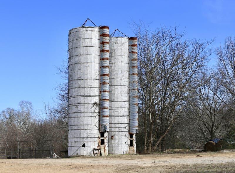 Ящики силосохранилища зерна и пшеницы стоковые изображения rf