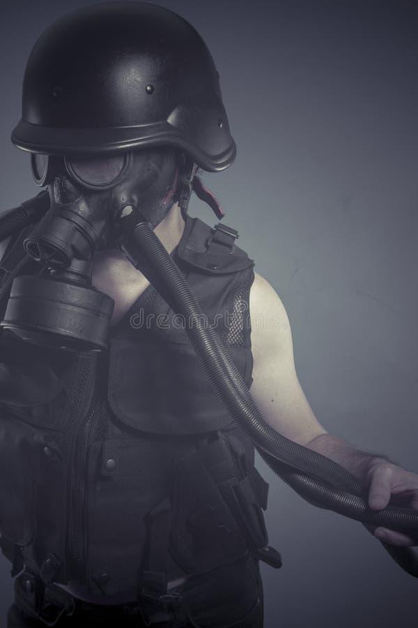Download Ядерный, человек с черной маской противогаза, концепция загрязнения и экологический Стоковое Изображение - изображение насчитывающей бизнесмен, пакостно: 40578849