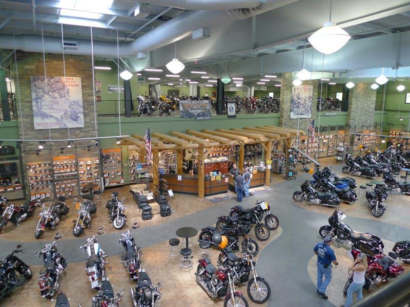 Яловка Harley Davidson, Olathe, KS, интерьер и клиенты стоковые фото