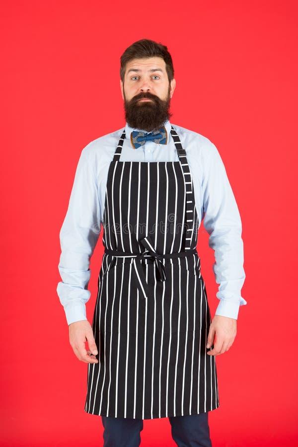 Я полностью на вашем обслуживании Холопка человека Рисберма bib бородатого человека нося Повар человека с бородой и усик в варить стоковое изображение