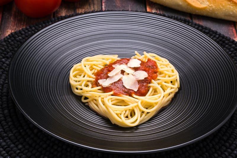 Я люблю макаронные изделия, сердце спагетти стоковые изображения rf