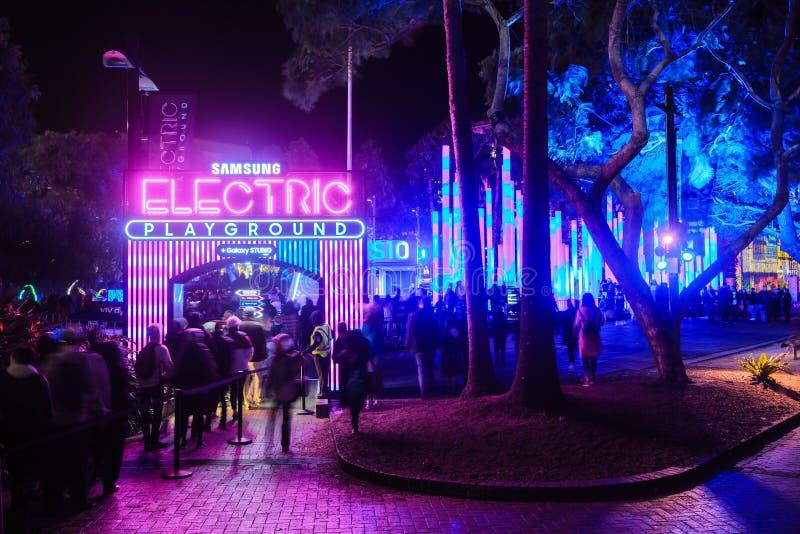 'Campo de jogos elétrico de Samsung ''no festival de Sydney vívido ', Sydney, Austrália imagens de stock