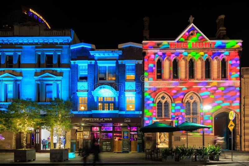 'Festival de Sydney vívido ', Austrália Uma mostra clara colorida 'nas rochas ' imagem de stock royalty free