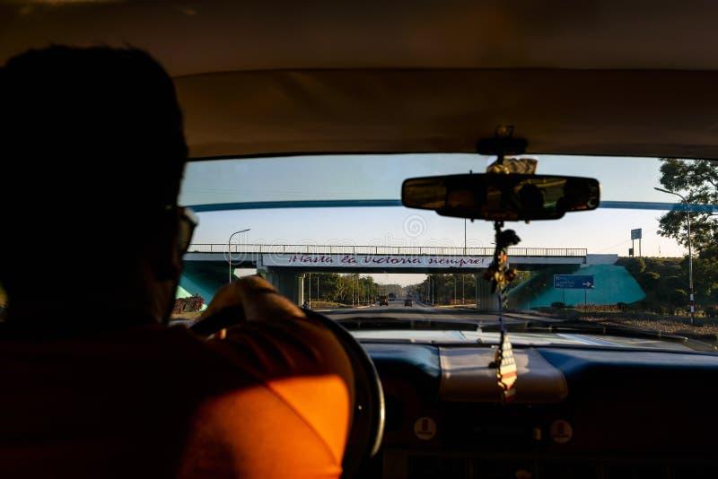 'hasta la在桥梁'写的维多利亚siempre在古巴 免版税图库摄影
