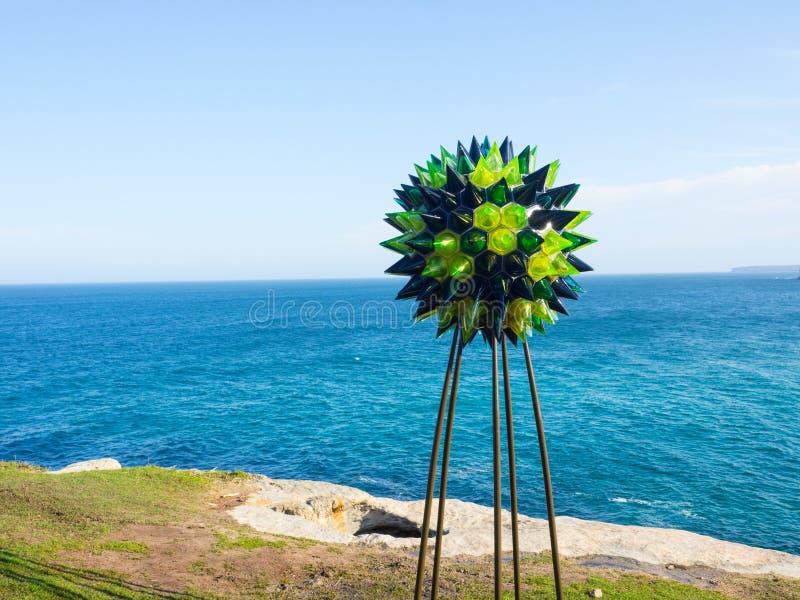 'Serie de Macrocosmia; la esfera del sargasso 'es ilustraciones esculturales de Elizabeth Kelly en la escultura por los acontecim foto de archivo libre de regalías