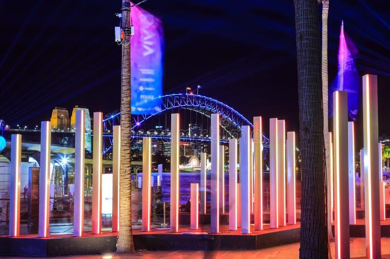 'Sydney vívido 'que ilumina exposições e ponte do porto, Sydney, Austrália foto de stock