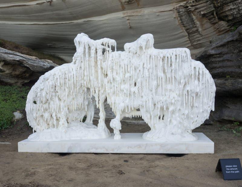'Una bicicleta cubierta por la nieve 'es ilustraciones esculturales de Cao Hui en la escultura por los acontecimientos anuales de foto de archivo libre de regalías
