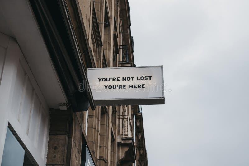 'Você não é perdido, você está aqui 'sinal fotografia de stock