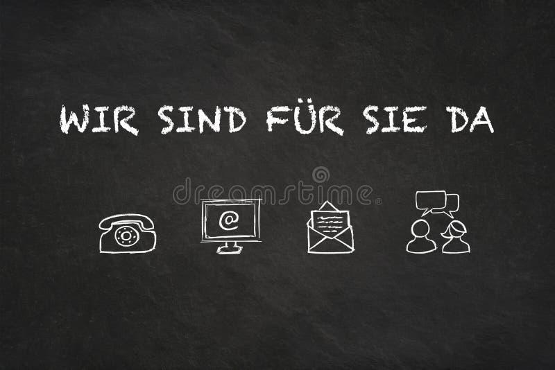 'Wir texto e ícones de Sie für sind a Dinamarca 'em um quadro-negro Tradução: 'Nós somos lá para você ' ilustração do vetor