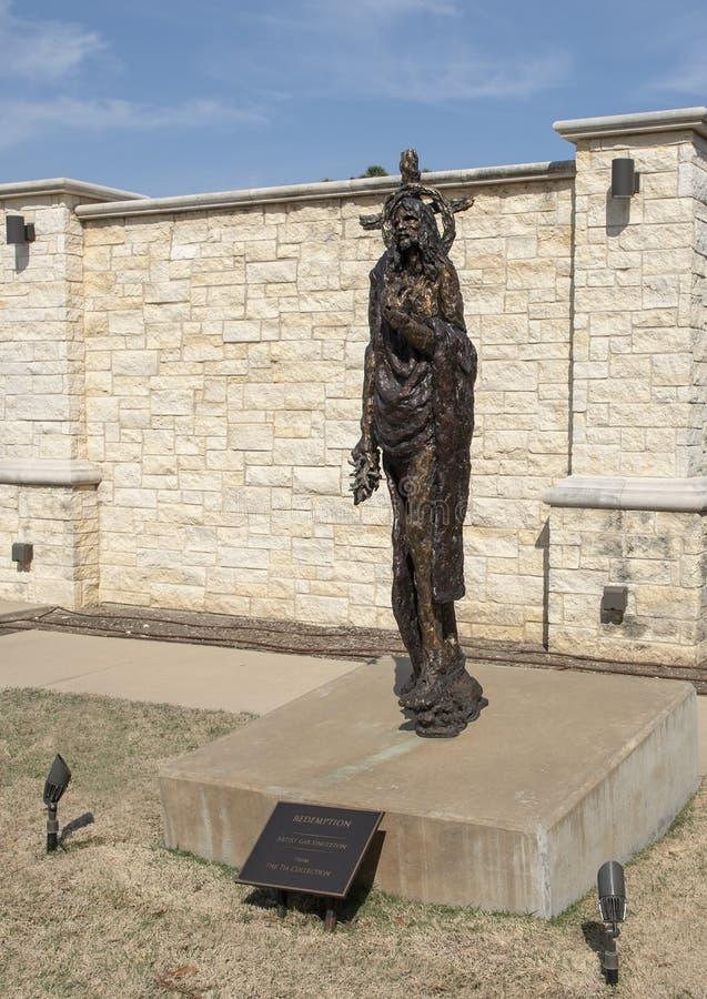 'Abzahlung 'durch Gib Singleton im Via Dolorosa-Skulptur-Garten des Museums der biblischen Kunst in Dallas, Texas lizenzfreies stockbild