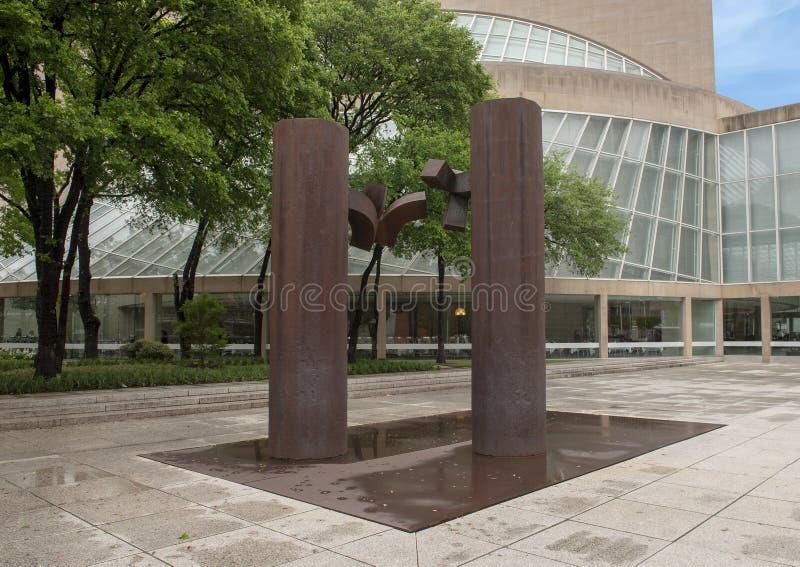 ?DE Musica ?door Eduardo Chillida op het Meyerson-Symfoniecentrum wordt gevestigd in Dallas van de binnenstad, Texas dat stock fotografie