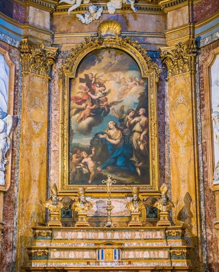 'Der reuevolle Magdalen Adoring malen Kreuze durch Michele Rocca, im Altar der Kirche von Santa Maria Maddalena in Rom stockbilder