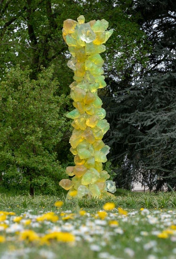 'Kalk Crystal Tower 'bij Kew-Tuinen, deel van de 'Bezinningen op Aard 'tentoonstelling door Amerikaanse glaskunstenaar Dale Chihu stock fotografie