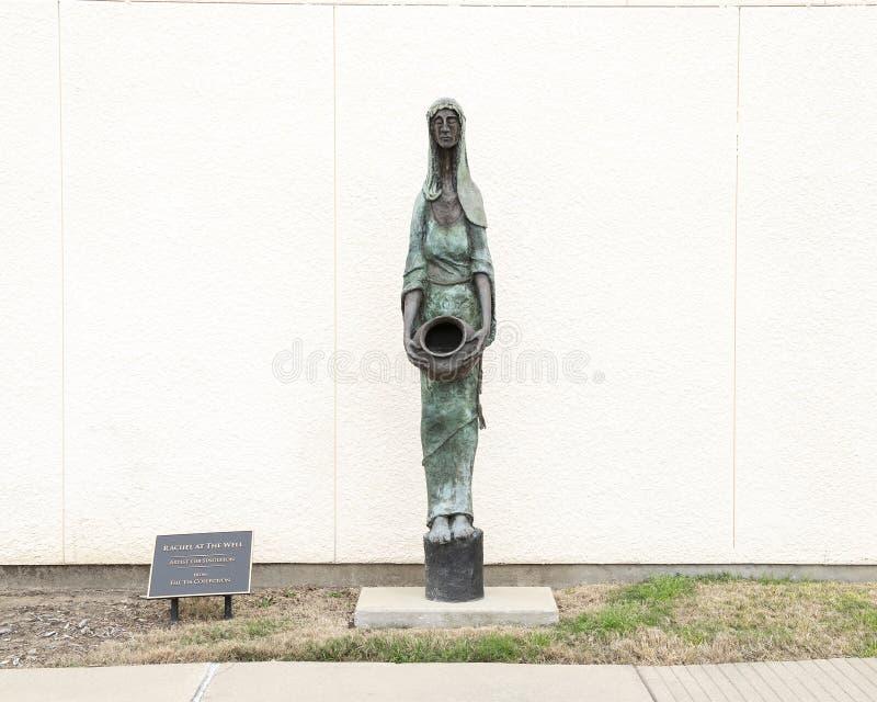 'Rachel am Brunnen 'durch Gib Singleton außerhalb des Museums der biblischen Kunst in Dallas, Texas stockbild