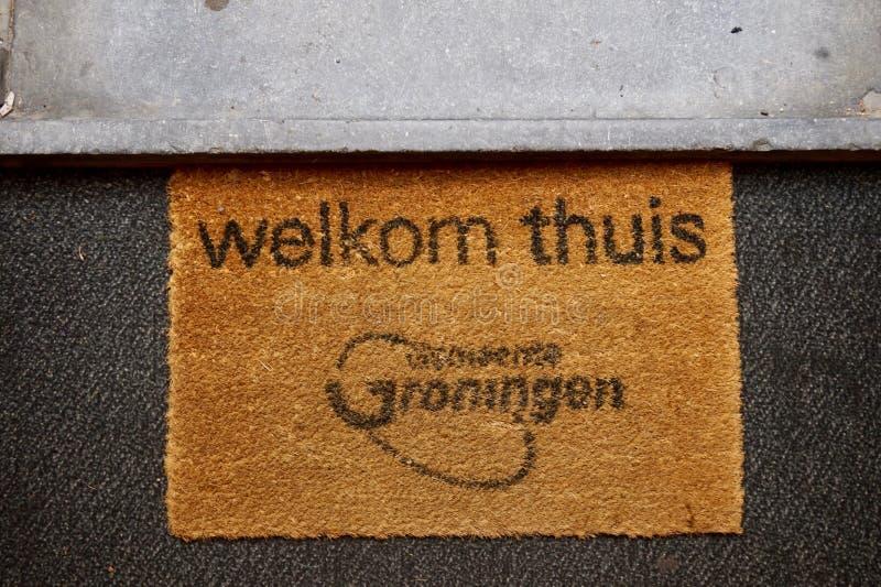 """""""Ευπρόσδεκτο σπίτι των thuis Welkom doormat με το λογότυπο πόλεων του Γκρόνινγκεν στοκ εικόνες"""