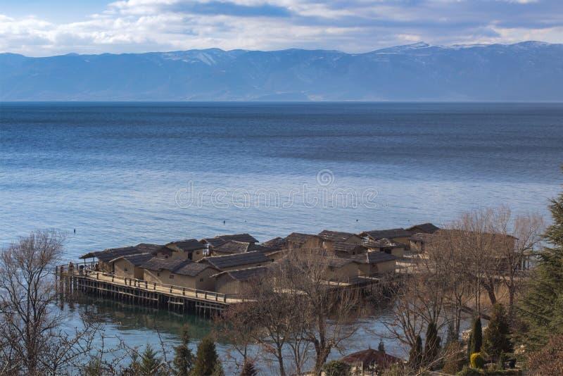"""""""Ο κόλπος των κόκκαλων """" Μια αρχαιολογική περιοχή, αποκατάσταση ενός πρόσφατος-ορείχαλκου, τακτοποίηση πρόωρος-σιδήρου στη λίμνη  στοκ φωτογραφία με δικαίωμα ελεύθερης χρήσης"""