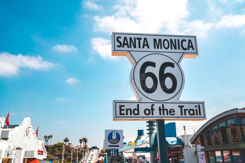"""""""Extrémité de Santa Monica 66 signe de traînée """" photos libres de droits"""