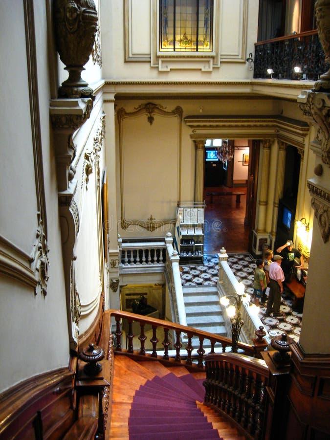 """""""Montevideo, Uruguay, Enero 14, 2011 : intérieur, vieux, maison, Mexique, colonial, Oaxaca, manoir, mur, style, bâtiment, escalie images libres de droits"""