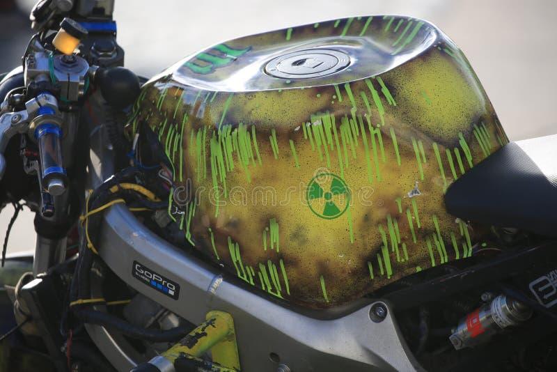 """""""Motociclo su ordinazione di progettazione nucleare """" Vista del serbatoio di combustibile, fine su fotografia stock"""
