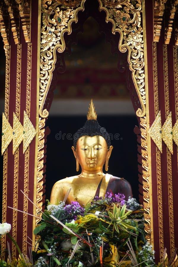 """""""Pra Chao Fon San Ha """"dal tempio di Chang Tam nel festival Sai Khan Dok della colonna della città di Inthakin immagini stock"""