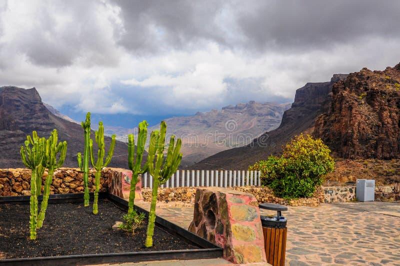 """""""Degollada de la yegua för punkt för populär sikt"""", I en expansiv naturreserv som erbjuder förbluffa sikter av kanjonen av Fataga royaltyfri fotografi"""