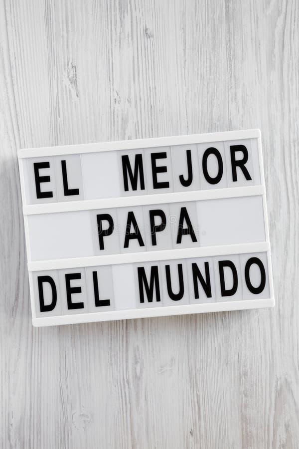 """""""El слова Mejor Папы Del Mundo """"на lightbox над белой деревянной поверхностью, надземным взглядом Взгляд сверху, сверху, плоское  стоковые изображения"""