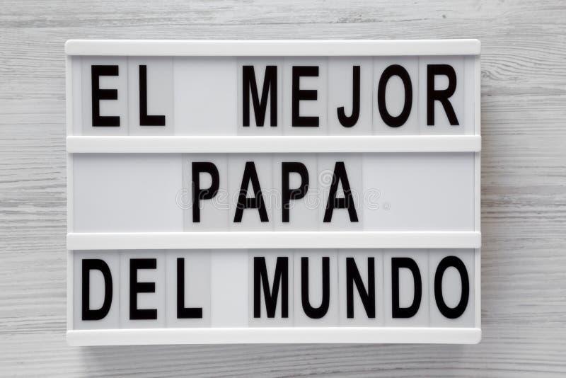 """""""El слова Mejor Папы Del Mundo """"на lightbox над белой деревянной предпосылкой, взглядом сверху r Da отца стоковое фото"""