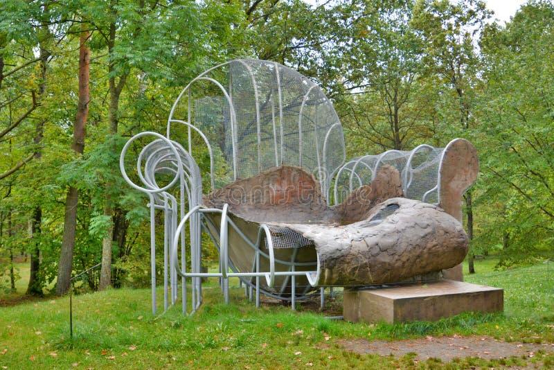 """""""Stoel-pool"""" door Oppenheim Europosparka's vilnius litouwen stock foto's"""