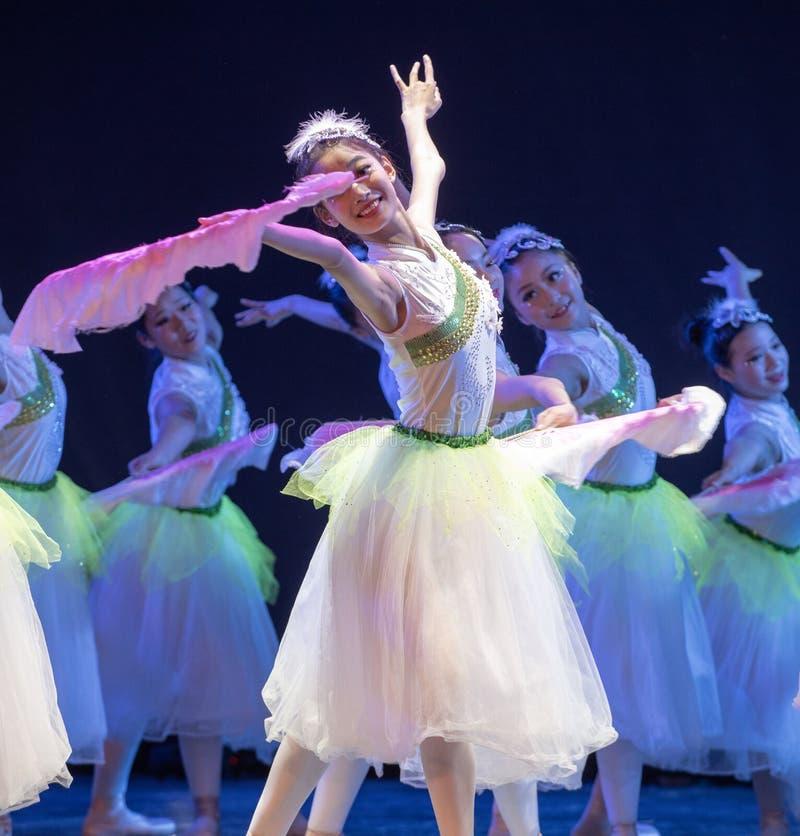 ‰ Do ¼ do ˆoneï do ¼ de Jasmine Flowersï - bailado nacional chinês foto de stock royalty free