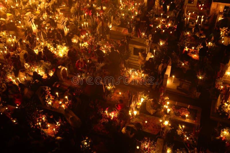 ‰ S MIXQUIC, MESSICO DI SAN ANDRÃ - NOVEMBRE 2012: Commemorazioni annuali conosciute come il ` di Alumbrada della La del ` durant fotografie stock