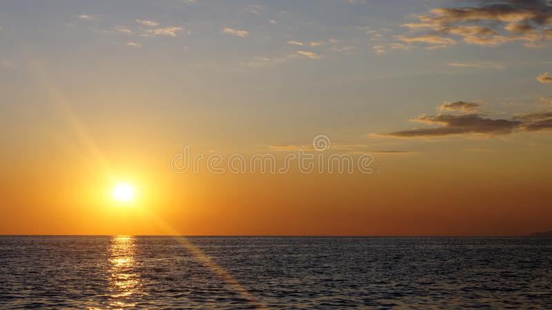 ‹De S†unset e Mar Negro foto de stock