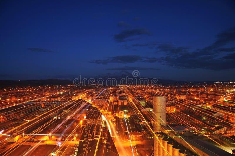‹Del †del ‹del †de la ciudad y azul y rojo de la noche fotos de archivo libres de regalías