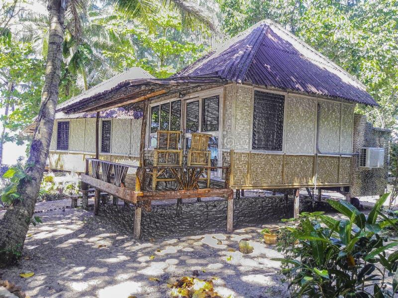 ‹En plastique d'image†de style - pavillon de ‹d'†au milieu de la nature, logement du front de mer dans Ko photo stock