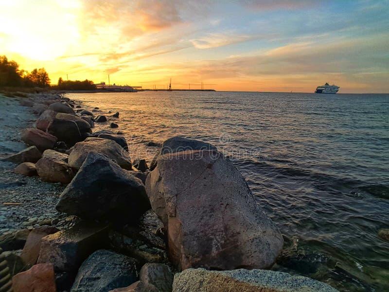 ‹et coucher du soleil d'†de ‹d'†de mer images libres de droits