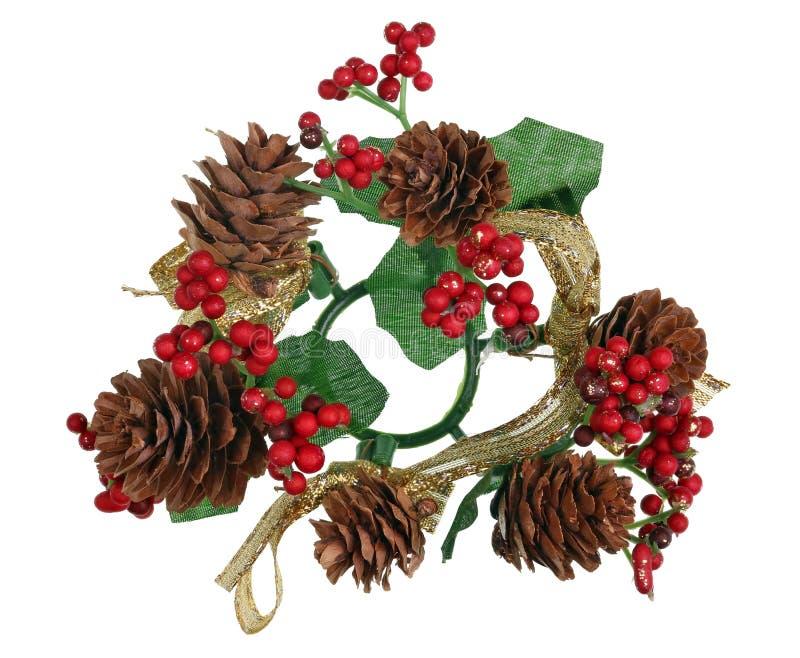 ‹Hecho en casa del †del ‹del †de la guirnalda de la guirnalda de los Años Nuevos de la Navidad de conos del árbol del pino y  foto de archivo