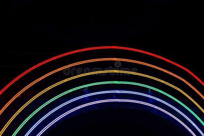 €œBridge illuminato del  di Rainbow†di notte al festival della luce di Amsterdam fotografia stock libera da diritti