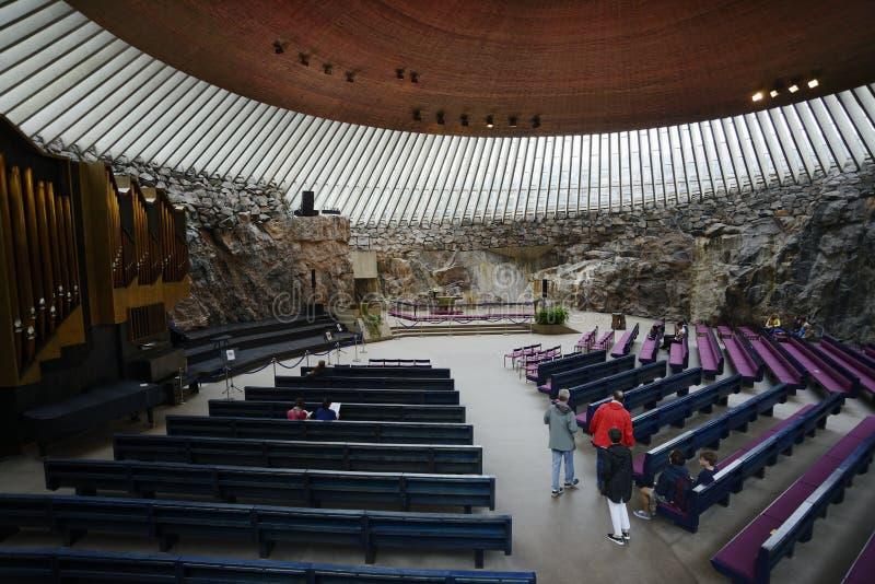 € «17-ое июля 2017 Хельсинки, Финляндии: Церковь Temppeliaukio церковь лютеранина в Хельсинки Церковь была конструирована архите стоковые изображения