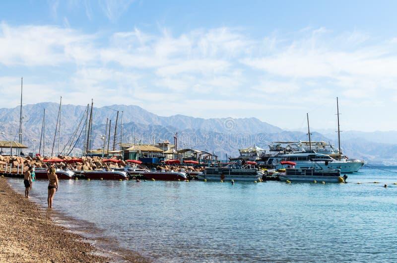 € «7-ое ноября 2017 EILAT, ИЗРАИЛЯ: Марина с состыкованными яхтами стоковое изображение