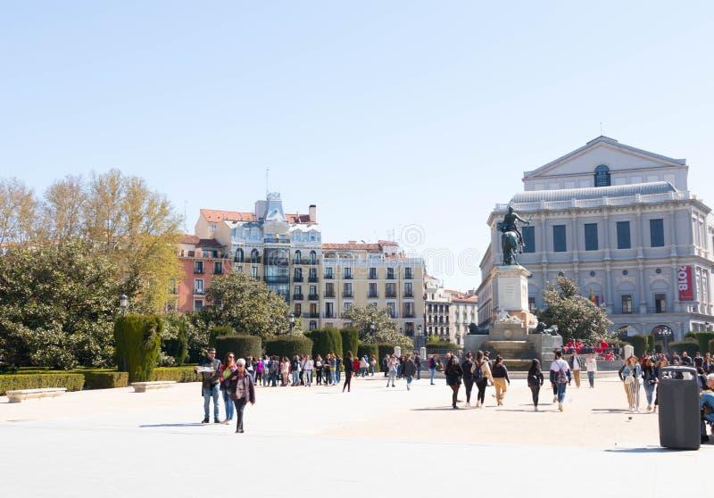 """€ """"03 de Madrid/de España 03 2019: Cuadrado Madrid España del oriente del oriente de la plaza con la estatua de Phillipe V foto de archivo"""